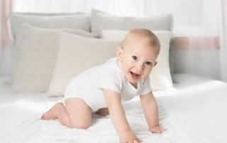 Bebé gateando Atlaxis centro de fisioterapia y osteopatia